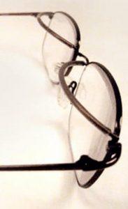 bril met ptosis ooglidsteunen voor mensen met oculaire myasthenie